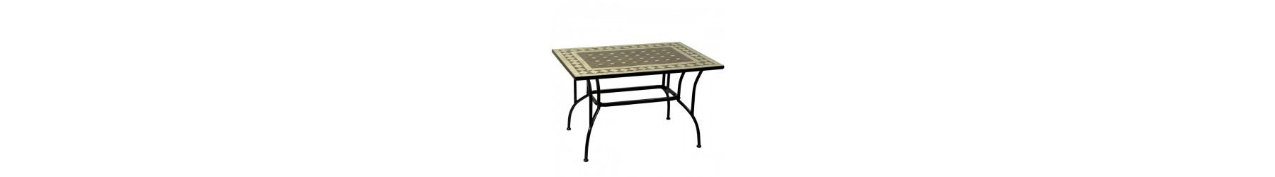 Τραπέζια με επιφάνεια από πέτρες σε μοτίβο