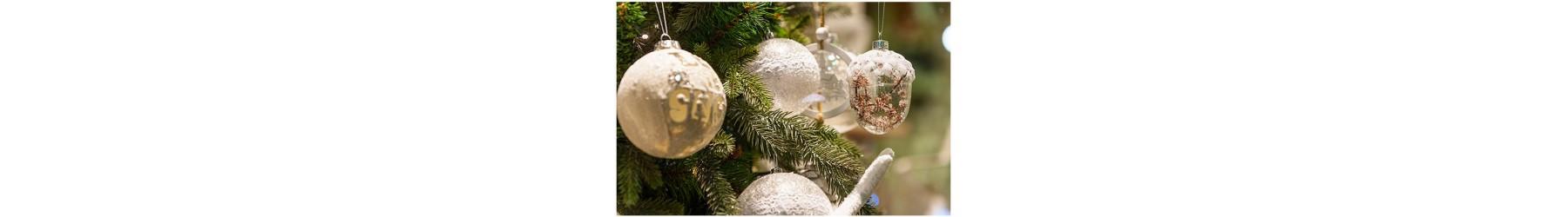 Χριστουγεννιάτικες μπάλες σε διάφορα σχέδια και μεγέθη για το στολισμό