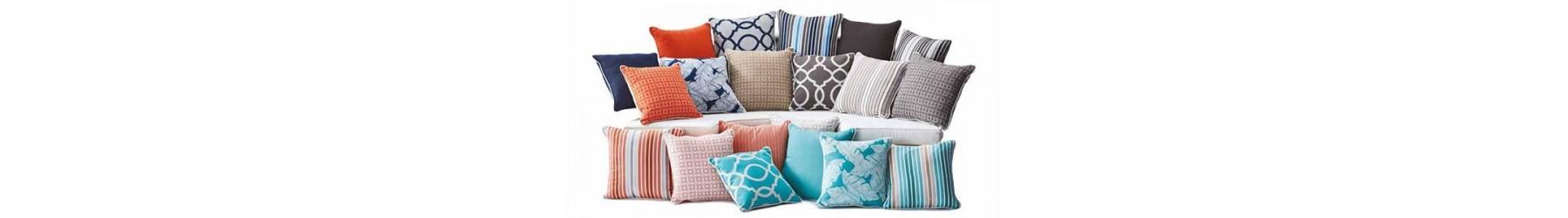Διακοσμητικά μαξιλάρια για να τον καναπέ και την πολυθρόνα.